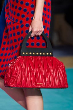 hbz-trends-2017-accessories-bags-hand-held-bags-miu-miu-clp-rs17-1199